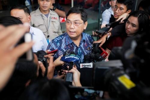 Wakil Ketua DPR Utut Adianto berjalan keluar seusai menjalani