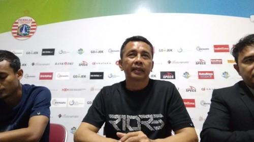 Pelatih PSIS Jafri Sastra menghadiri konferensi pers usai laga