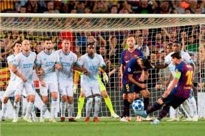 Hat-trick Messi Antar Barcelona Bekuk PSV Eindhoven