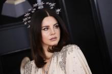 Lana Del Rey Ingin Merilis Buku Puisi