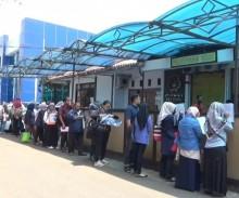 Warga Keluhkan Antrean SKCK di Polres Jaksel
