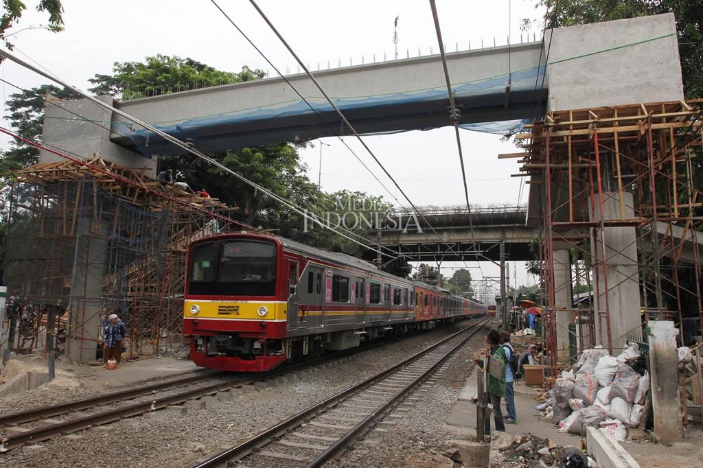 Pembangunan JPO di Stasiun Tebet Dikebut