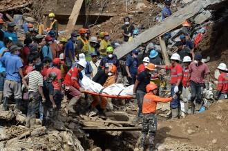 Proses Evakuasi Korban Topan Mangkhut di Filipina Terus Dilakukan