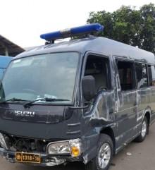 Minibus Polisi Terbalik di Jalan Margonda Depok