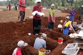 Terdampak Tol Desari, Ratusan Makam di Depok Dipindah