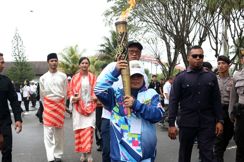 Kirab Obor Asian Para Games 2018 Singgah di Kota Pontianak
