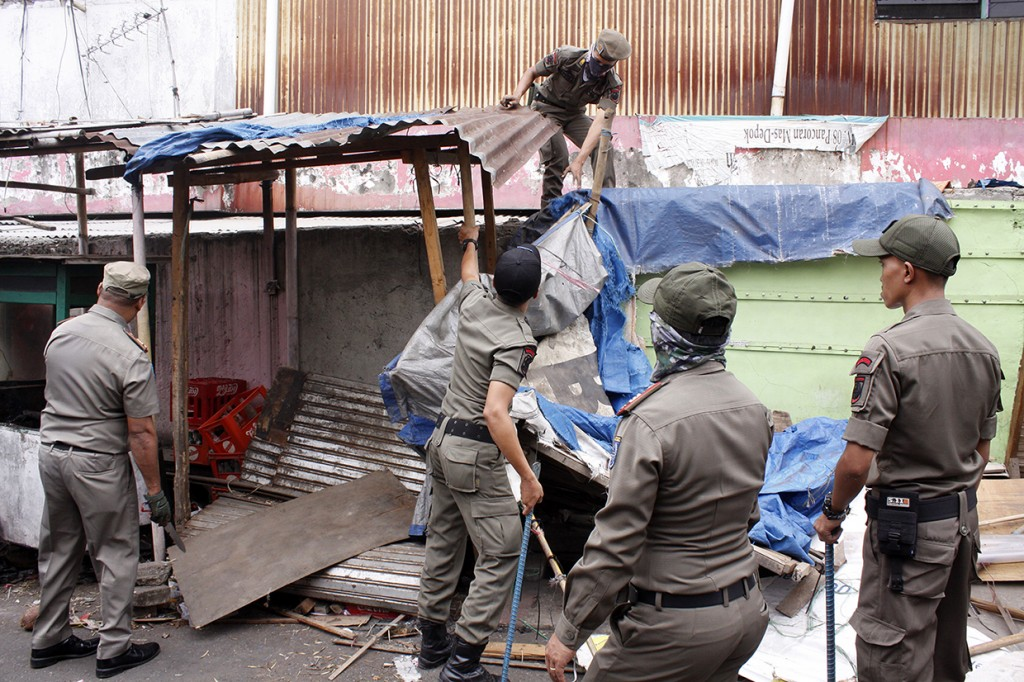 Puluhan PKL Pasar Depok Jaya Ditertibkan