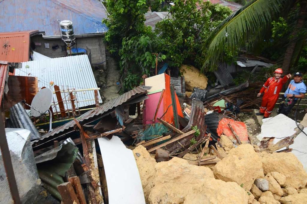 3 Orang Tewas, 10 Rumah Terkubur Tanah Longsor di Filipina