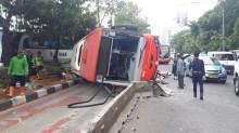 TransJakarta Terguling Akibat Sopir tak Hati-hati