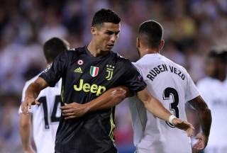 Terkait Sanksi Ronaldo, UEFA Tunggu Laporan Wasit Felix Brych