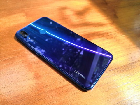 Huawei Nova 3i, Ponsel Menengah Artistik dan Solid