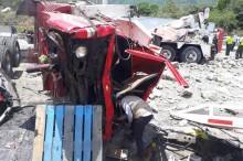 8 Tewas Ditabrak Truk Saat Tolong Korban Kecelakaan