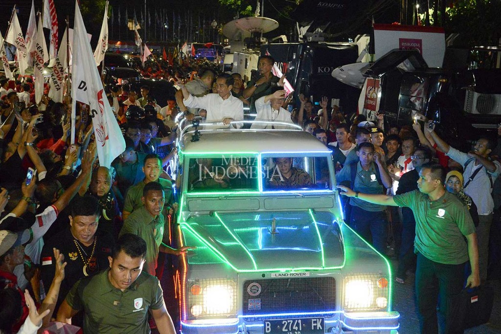 Ke KPU, Jokowi-Ma'ruf Naik Land Rover Hias