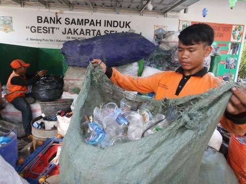 Edukasi Masyarakat, HIPMI Jakpus Gelar Bank Sampah