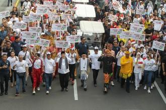 Semarak Baju Adat pada Deklarasi Pemilu Damai di Monas