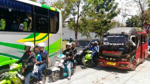 Kepadatan kendaraan terjadi di kawasan Jalan Cimencrang, Kota
