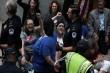 Demonstran Menentang Nominasi Calon Hakim Agung Pilihan Trump