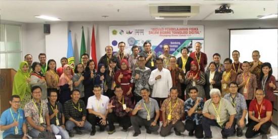 UNPAR Bekali Guru Fisika Hadapi Revolusi Industri 4.0