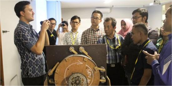 UNPAR Pertajam Pola Mengajar Guru Fisika