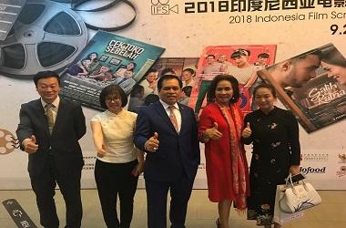 Duta Besar RI untuk Tiongkok Djauhari Oratmangun (tengah) dalam