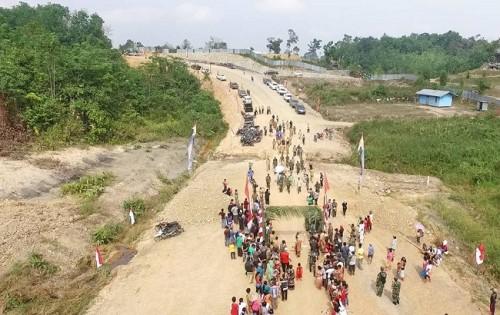 Jalan paralel perbatasan yang melintasi Dusun Belubu, Desa Nanga
