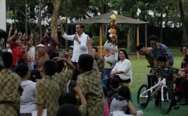 Alasan Jokowi Setop Membagikan Sepeda