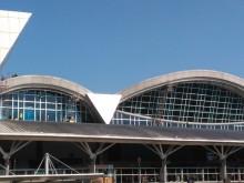 Asap Tebal Hebohkan Pengguna Bandara di Makassar
