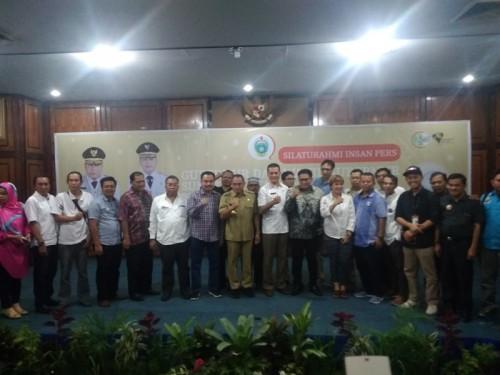Gubernur Sumatera Utara/Ketum PSSI Edy Rahmayadi didampingi