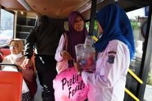 Naik Bus Ini, Penumpang Bayar Pakai Sampah