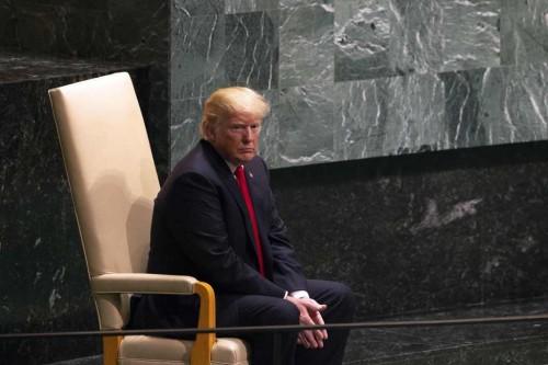 Presiden AS Donald Trump sesaat sebelum memberikan pidato.