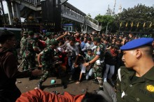 Penanganan Hooliganisme Suporter Bola Perlu Unit Khusus