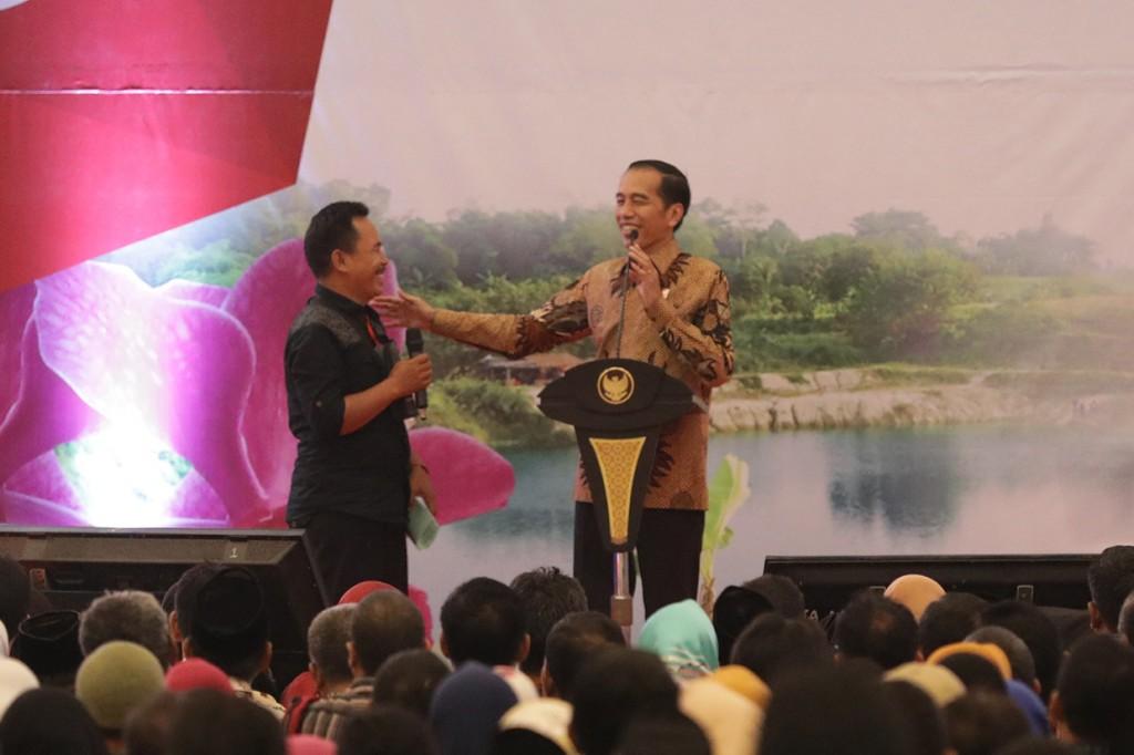 Jokowi Bagikan 10 Ribu Sertifikat Tanah untuk Warga Tangerang