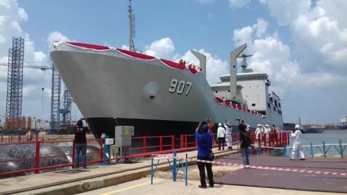 KRI Bontang yang akan dioperasikan TNI AL diluncurkan, di