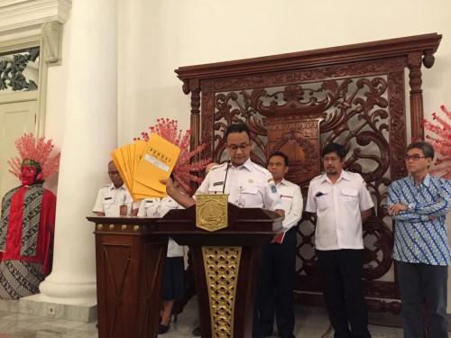 Gubernur DKI Jakarta Anies Baswedan konpers penghentian proyek