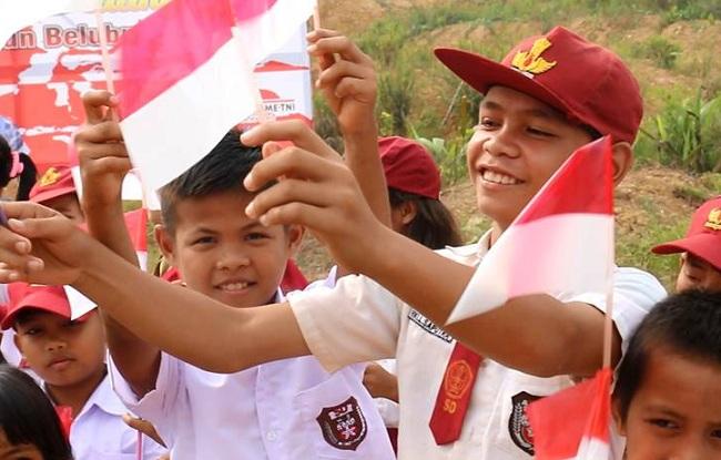 Siswa SD di Desa Nanga Bayan, Ketungau Hulu, Kabupaten Sintang, Kalimantan Barat. Salah satu desa yang terletak di perbatasan RI-Malaysia. (Medcom)