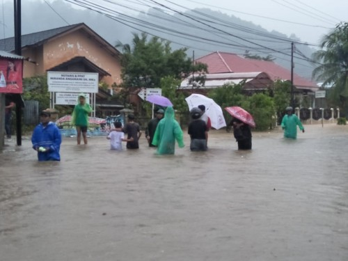 Banjir yang terjadi di salah satu kelurahan di Kota Padang,