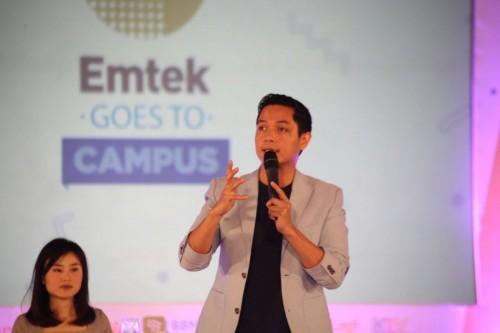 Dude Herlino saat menjadi pembicara di Emtek Goes to Campus