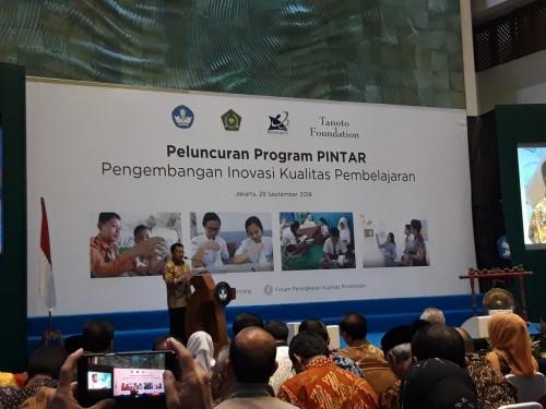 Dirjen Dikdasmen, Hamid Muhammad saat Peluncuran Program Pintar,