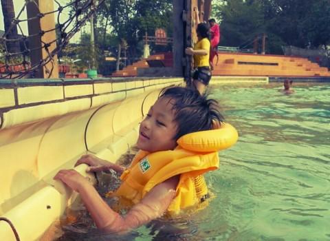 Kiat Meminimalisir Risiko Anak Tenggelam saat Berenang