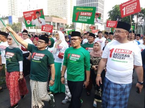 Peringati Hari Santri, PKB Gelar Jalan Sehat Gunakan Sarung