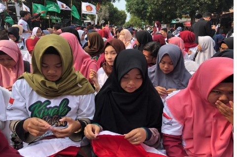 Kirab Satu Negeri di Bengkulu Pecahkan Rekor Jahit Bendera