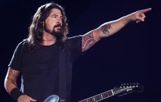 Dave Grohl akan Lelang Instrumen dari Film Dokumenter Play