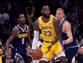 LA Lakers Buka Pramusim dengan Kekalahan