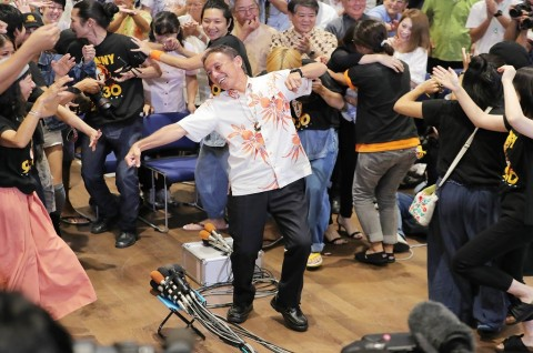 Gubernur Blasteran Berjanji Usir Militer AS dari Okinawa
