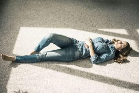 Apakah Tidur di Lantai Dapat Meredakan Nyeri Punggung?