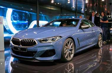 BMW Seri 8 M850i Coupe mejeng di Paris Auto Show 2018. Carscoops