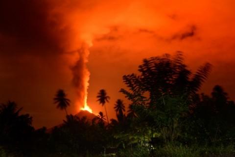 Erupsi Gunung Soputan tak Disebabkan Gempa Palu