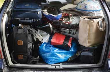 Muatan berlebih bisa bikin komponen mobil cepat aus. Daily