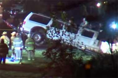 Limusin Ford Excursion 2001 alami kecelakaan dan tewaskan 20