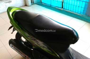 Jok motor rusak bikin berkendara jadi tidak nyaman. Medcom.id/M.